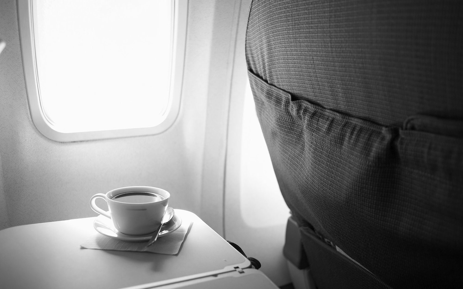 The airline compensates the damages caused from the overturning of a glass of hot coffee